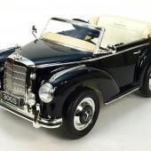 Mercedes-Benz 300S oldtimer s FM rádiom