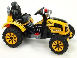 Traktor Kingdom s mohutnými kolesami a konštrukciou
