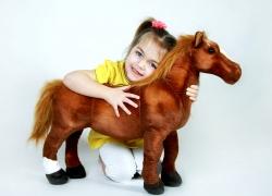 Krásny plyšový koník, hnedák, maznáčik detí, 65cm