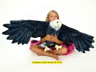 Plyšový orol s roztiahnutými krídlami, rozpätie krídel 150 cm